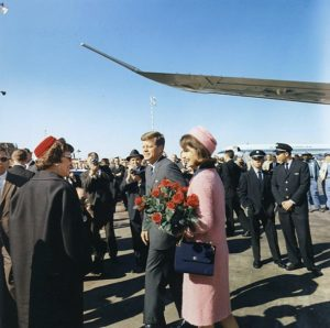 Kennedys arrive at Dallas